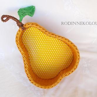 Плетеная корзина - желтая груша