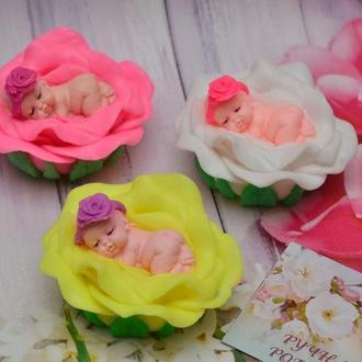 """Мыло сувенирное """"Малышка на розе"""""""