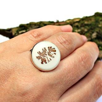 Кольцо со срезом осиновой шишки