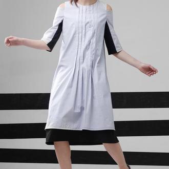 Двуслойна сукня з вирізом на плечах