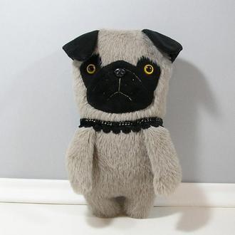 Мягкий мопс из меха. Декоративная собака в интерьер. Мягкая собачка. Серый пес мопсик