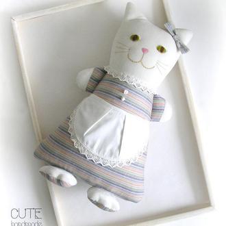 Белая кошка Мягкая игрушка Интерьерная подушка кошечка