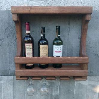 Компактная ,настенная винная полка с держателями для бокалов.