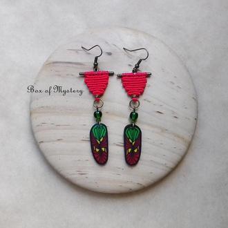 Серьги в растаманском стиле, красно зеленые серьги с перышками