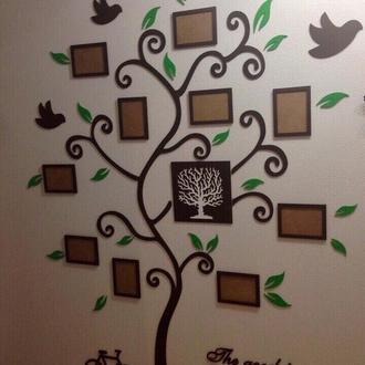 Дерево с фоторамками на стену