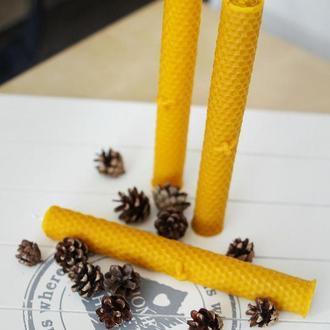 Свеча из натурального воска Пчела на сотах