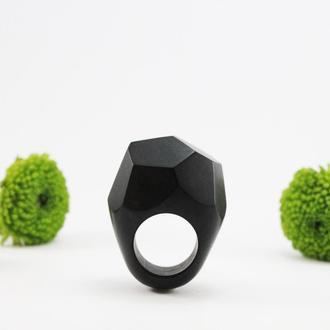 Граненое кольцо из драгоценной породы дерева гренадил.