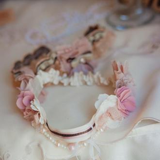 Подвязка невесты с цветами