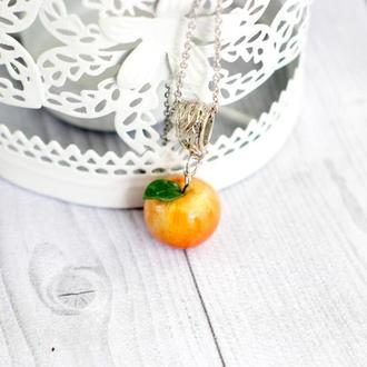 кулон подвеска яблоко, кулон из полимерной глины яблочко, цепочка из медицинской стали