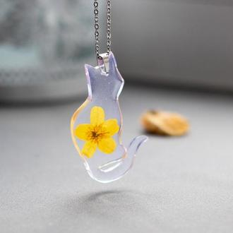 Подвеска кулон кот с настоящим цветком  из смолы цепочка хирургическая сталь подарок подруге сестре