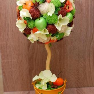 Яркий топиарий из сизалевх шариков, мандарин