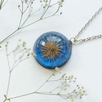 Кулон-полусфера с одуванчиком на синем фоне
