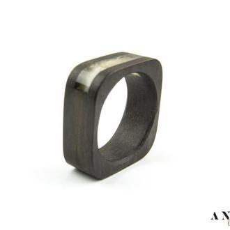 Янтарное кольцо на дереве эбен, Размер - 18