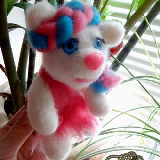 Белая медведица (валяные игрушки ручной работы из английской шерсти)