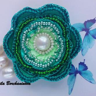 Подвеска Нежный жемчужно-зеленый цветок