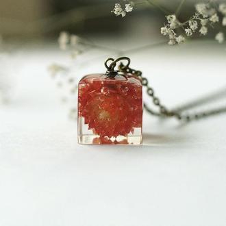 Кулон-куб с цветком Гомфрены