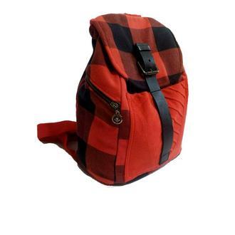 Крутой клетчатый рюкзак с кожаной вставкой