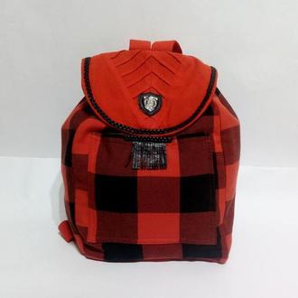 Стильный рюкзак в красную клетку