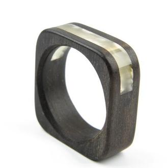 Янтарное кольцо на дереве эбен, Размер - 19