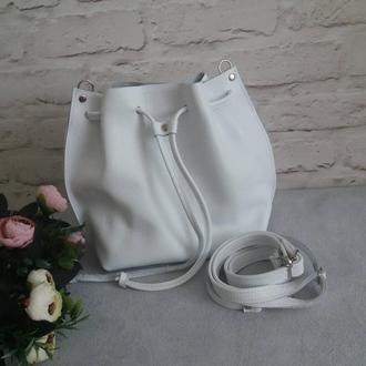Сумка-мешок на шнурке из натуральной кожи Флотар Цвет белый.
