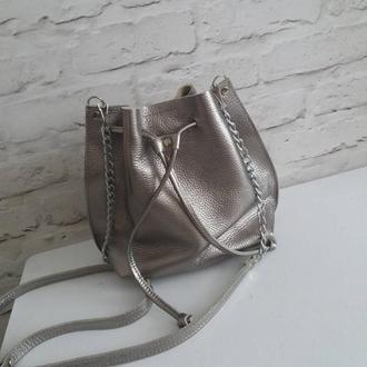 Сумка-мешок на шнурке из натуральной кожи. Цвет темное серебро.