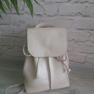 Рюкзак из натуральной кожи. Цвет бежевый/перламутровый