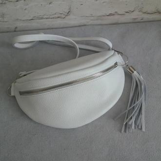 Поясная сумка из натуральной кожи. Цвет белый.
