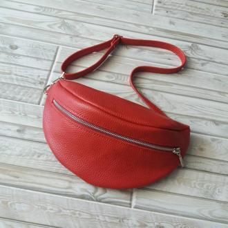 Поясная сумка из натуральной кожи. Цвет красный.