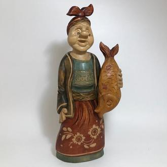 """Колекційна статуетка """"Баба з рибою"""""""
