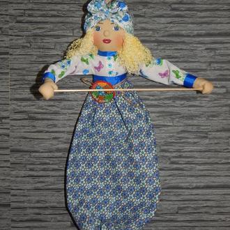 Кукла-пакетница, хранительница бумажных полотенец