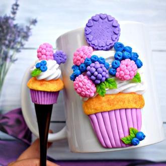 Чашка из полимерной глины, кружка с декором, чашка с кексом из полимерной глины. ложка с декором