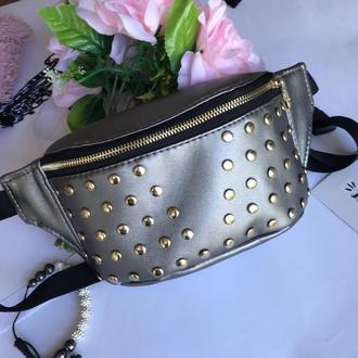Серебряная бананка с украшениями сумка на пояс