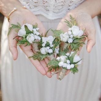 Белые бутоньерки Бутоньерка с розами и туей Веночек Венок свадьба