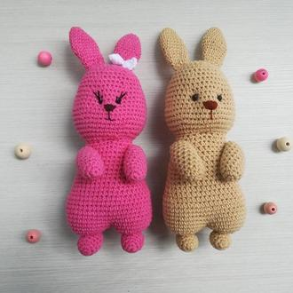 В'язана іграшка Милий Кролик
