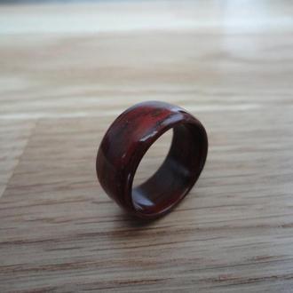 Перстень из красного дерева падук (Padouk) 17 размера