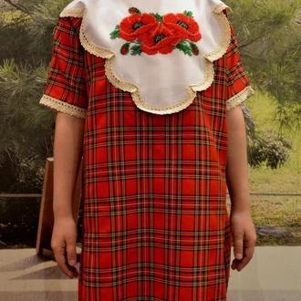 Школьное платье в клетку с маками, вышитыми бисером, на 6-8 лет