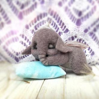 Валяная игрушка, слоник из шерсти, слоник с крыльями, сухое валяние