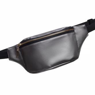 Модная сумочка на пояс женская серебристая