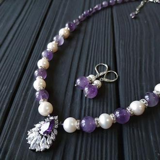 Комплект з натуральних перлів та аметистів Комплект украшений колье с жемчугом и аметистом серьги с