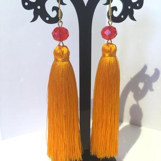 Оранжевые серьги кисти с бусиной