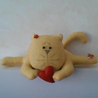Солнечный кот с сердцем из фетра