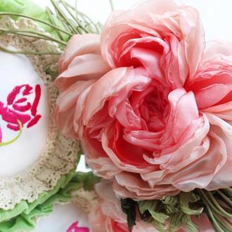 Брошь-заколка пион из розовой вуали. Цветы из ткани.