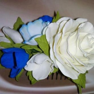 Гребінь ручної роботи з фоамирана в молочно-синіх тонах.