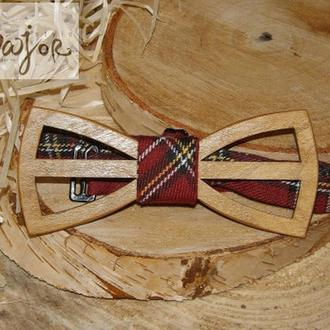 Дерев'яна метелик світло-коричнева червона шотландка