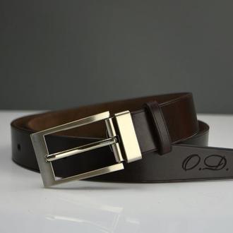 Мужской кожаный ремень коричневого цвета в подарочной коробке с гравировкой заказчика