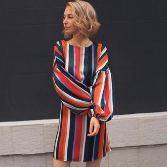 Яркое платье в полоску, полосатое платье, атласное платье, пышный рукав, легкое, красивое платье
