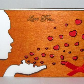 Открытка с деревянной обложкой Поцелуй
