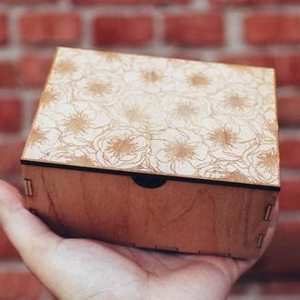 Дееревяна скринька із гравіруванням