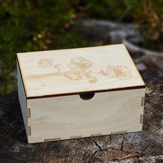 Деревяна скринька із гравіруванням