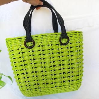 Плетеная сумка ручной работы Зеленая сумка с черными ручками